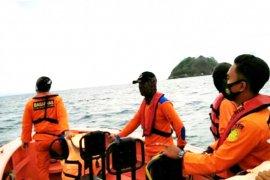 Tim SAR cari penumpang kapal yang terjun ke laut