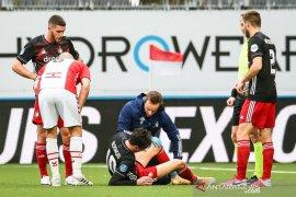 Feyenoord susah payah meraih tiga poin dari 10 pemain FC Emmen