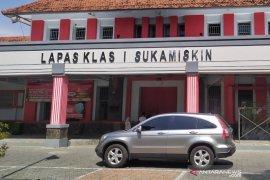 Masa tahanan habis, satu terdakwa korupsi RTH Bandung bebas dari lapas
