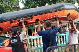 Bantu evakuasi korban banjir di Pasuruan, BPBD Jatim kirim perahu karet