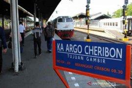 Penumpang kereta di Cirebon naik 100 persen lebih selama liburan