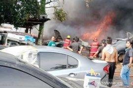 Bengkel ditinggal pulang kampung terbakar, puluhan mobil hangus