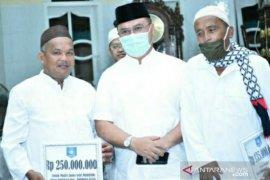 Peringati Maulid Nabi, Gubernur Babel serahkan bantuan untuk dua masjid