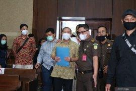 DJoko Tjandra didakwa suap jaksa dan dua perwira tinggi  Polri Rp15 miliar