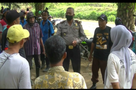 Polisi bersama warga masih terus mencari ketiga anak hilang di Salapian Langkat