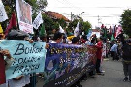 Ratusan umat Islam aksi bela Nabi Muhammad di Surabaya