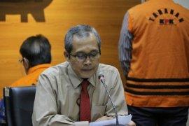 KPK menahan tiga tersangka baru kasus korupsi PT DI