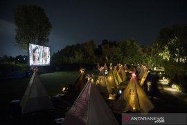 Bioskop tenda di bawah bintang