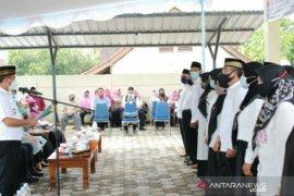 Walikota Pangkalpinang lantik pengurus RT/RW Kelurahan Gajahmada