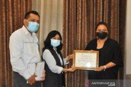 Pemkab Tabanan terima penghargaan paling disiplin dalam kelistrikan di Bali