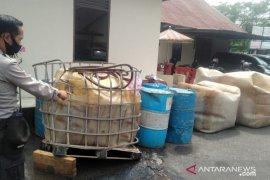 Karnet truk pengangkut ribuan liter premium diduga illegal masih diburu