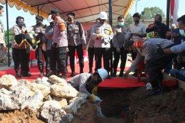 Kapolda  letakkan batu pertama   gudang Barbuk Polres Tabalong