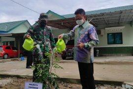 Pemkot Pontianak sumbangkan 200 bibit pohon buah ke kompleks Asrama Hidayat