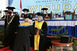 Luluskan 220 mahasiswa, UBB gelar wisuda XXI dengan konsep walk thru