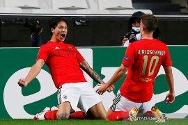Benfica amankan satu poin lawan Rangers, dengan 10 pemain