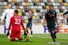 Napoli dan Sociedad menang tapi AZ bercokol di puncak Grup F