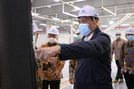 Luhut kunjungi pabrik mobil listrik di Bekasi, berharap Indonesia jadi pasar utama di ASEAN