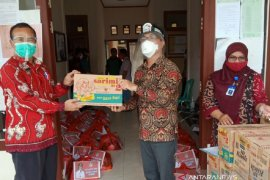 Kabupaten Landak salurkan bantuan sembako untuk masyarakat Menjalin