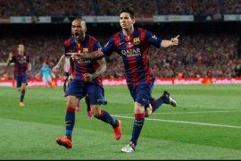 Dani Alves: Messi sama besarnya dengan Barcelona