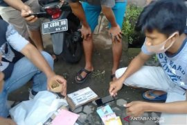 US national arrested in Mataram for smuggling drugs