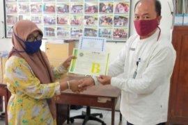 Disperindag Lebak serahkan sertifikasi halal bagi IKM