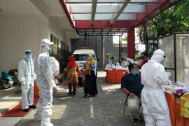 7.407 guru SD dan SMP di Surabaya jalani swab