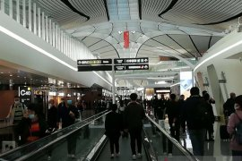 Kenaikan COVID-19 impor jadi alasan China melarang kedatangan WNA