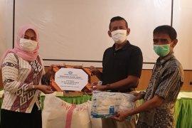 Kadin Kalbar bantu APD untuk RSU Yarsi di Pontianak