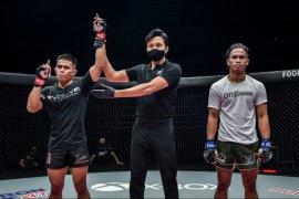 Eko Roni Saputra menang, Abbasov pertahankan juara dunia ONE