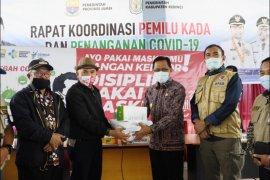 Pjs Gubernur Jambi serahkan bantuan alat kesehatan untuk penanganan COVID-19 di Kabupaten Kerinci