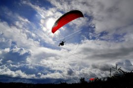 Pelatihan paralayang untuk pengembangan wisata di Kayu Aro Kerinci