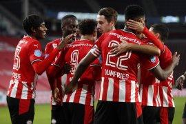 PSV Eindhoven menggasak 10 pemain Willem II tiga gol tanpa balas