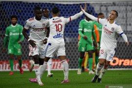 Liga Prancis - Lyon bangkit kalahkan Saint-Etienne 2-1