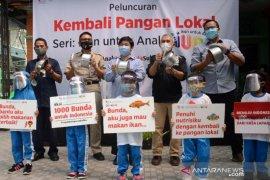 """Kegiatan """"Ikan untuk Anak"""" aksi 1.000 Bunda untuk Indonesia"""