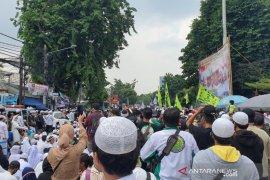 Kepulangan Habib Rizieq Shihab, lalu lintas arah Slipi ditutup imbas padatnya massa