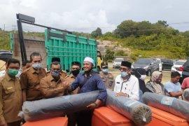 Puluhan IKM terdampak COVID-19, terima bantuan dari Pemkab Aceh Jaya