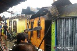 Kebakaran hanguskan enam rumah warga