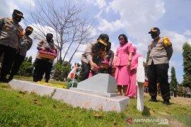 Kapolda Kalsel gelorakan perjuangan Pahlawan Bhayangkari Mathilda Batlayeri