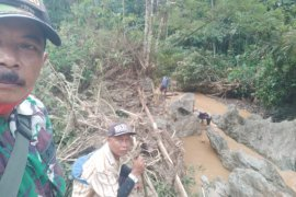 BPBD Banten cari warga Lebak terbawa arus sungai