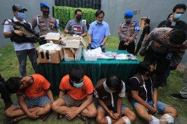Komplotan pemasok narkoba ke Pulau Madura dibekuk