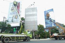 Bawaslu Karawang mulai tertibkan alat peraga kampanye di tempat terlarang