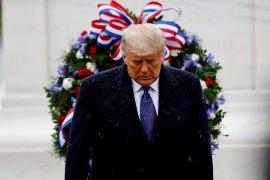 Donald Trump akan meninggalkan Gedung Putih jika Electoral College memilih Biden
