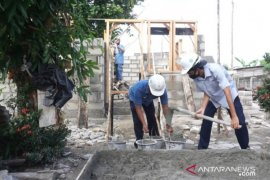 PT Timah renovasi rumah warga Bangka Kota