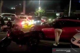 Polisi buru pebalap mobil liar di Senayan