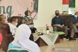 Bupati Bogor berikan hibah Rp132 miliar untuk  insentif 10.814 guru honorer