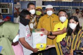 Golkar serahkan 1.000 paket sembako kepada warga Belawan