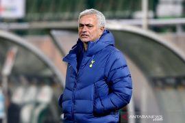 Mourinho dilarang dampingi Tottenham di satu laga Eropa