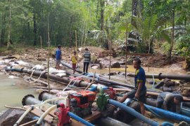 Perbaikan sumber air Lubuk Tapah Kayong Utara terancam cuaca buruk