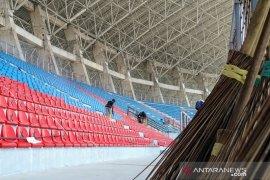 Petugas bersihkan venue pembukaan MTQ Nasional