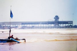 Dua pekan menganggur, nelayan tradisional Lebak kembali melaut